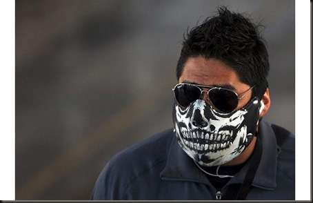 """A man wears a face mask in Mexico City...A man wears a face mask in Mexico City April 28, 2009. The WHO said on Tuesday it awaited formal confirmation from U.S. authorities the new swine flu virus has spread significantly between people, a sign that could indicate an """"imminent"""" influenza pandemic.  REUTERS/Eliana Aponte (MEXICO ENVIRONMENT HEALTH)"""