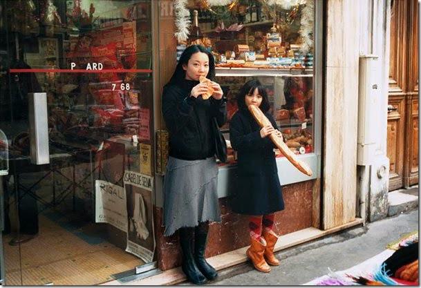 Fotógrafo viaja en el tiempo y se inserta en las fotos de su infancia 01
