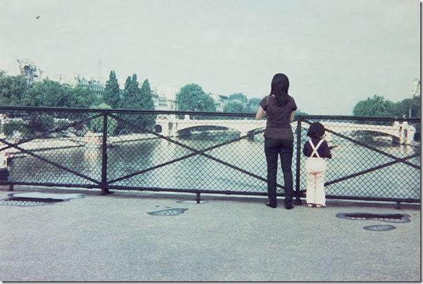 Fotógrafo viaja en el tiempo y se inserta en las fotos de su infancia 05