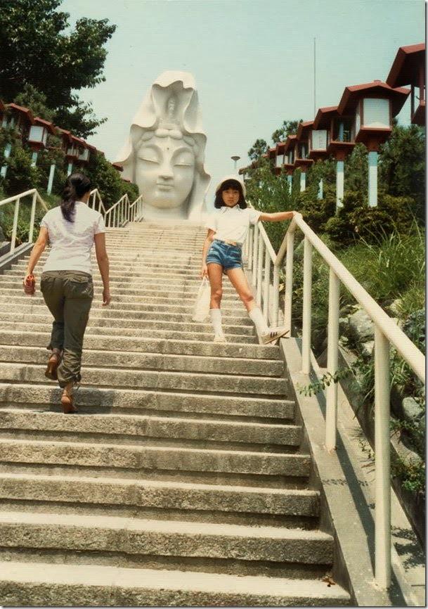 Fotógrafo viaja en el tiempo y se inserta en las fotos de su infancia 06