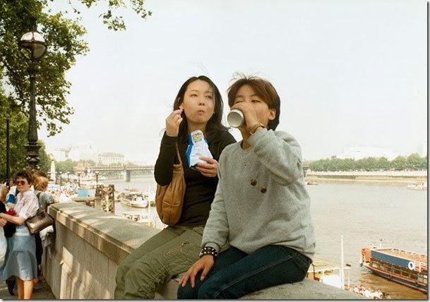 Fotógrafo viaja en el tiempo y se inserta en las fotos de su infancia 07