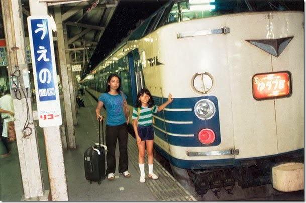 Fotógrafo viaja en el tiempo y se inserta en las fotos de su infancia 08