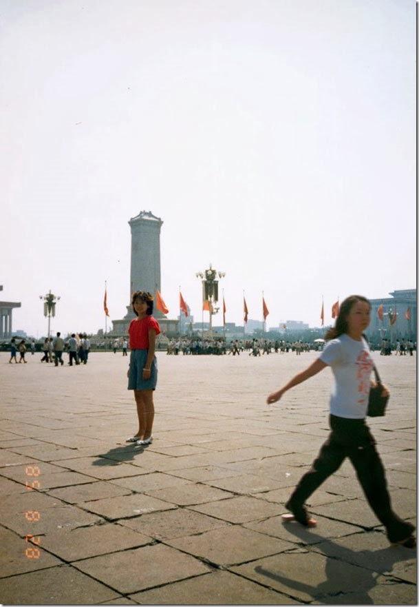 Fotógrafo viaja en el tiempo y se inserta en las fotos de su infancia 09