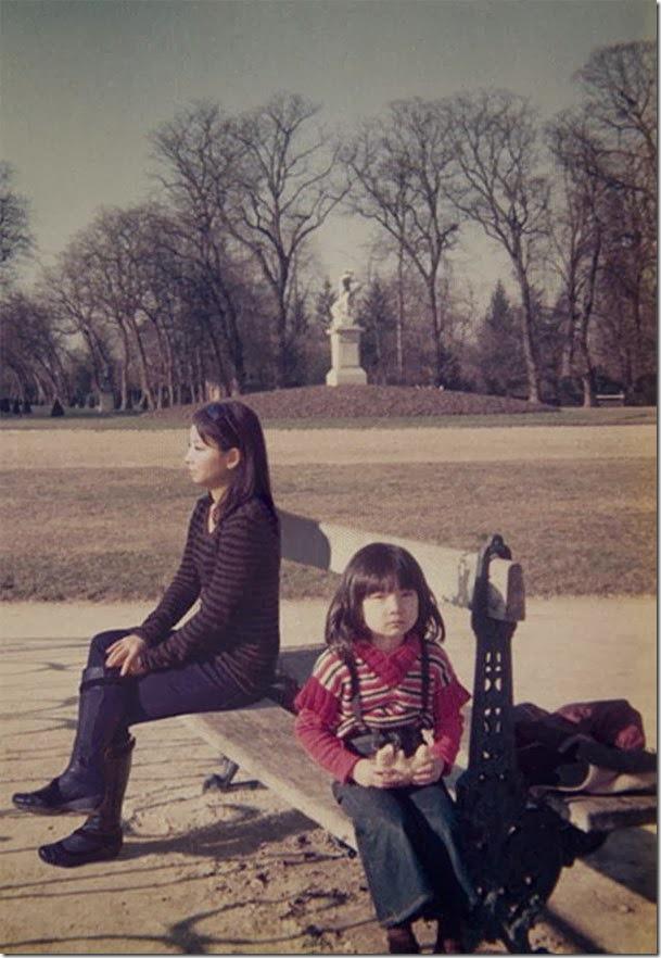Fotógrafo viaja en el tiempo y se inserta en las fotos de su infancia 11