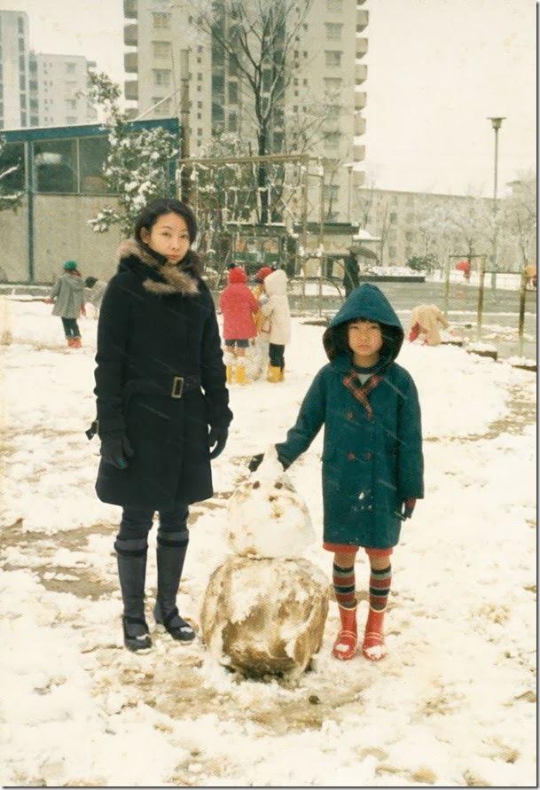 Fotógrafo viaja en el tiempo y se inserta en las fotos de su infancia 12