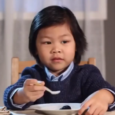 Niños probando Comida gourmet